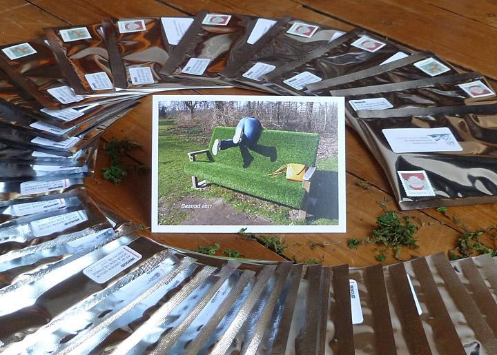 Ontwerp & fotografie nieuwjaarskaart 2017 'Gazond 2017' - inhoud: 45 Gram Groen Geluk voor een Gazonde Groei.