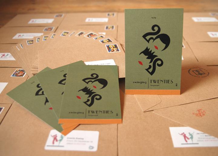 Ontwerp nieuwjaarskaart 'New Swinging Twenties toegewenst'- Typografische weergave van de eerdere jaren 20 (1920) en de huidige 2020 d.m.v. letter-kapsels ;-)